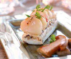 Découvrez cette recette de terrine de Saint-Jacques aux bolets et au homard. Une recette légère et goûteuse pour l'entrée !