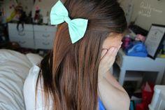 Mint bow + straight brown hair
