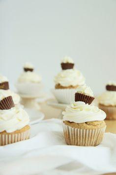 Peanut Butter Me Up Cupcakes | La Pêche Fraîche