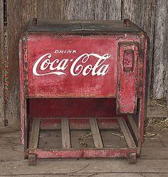 Antiguedad - Coca Cola - Ideas of Coca Cola - Ideas of Coca Cola - Antiguedad Ginger Ale, Mountain Dew, Soda Machines, Vending Machines, Coke Cooler, Cooler Box, Coca Cola Decor, Coke Machine, Vintage Coke
