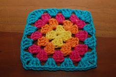Crochet Granny Square Clothes Pot Holders 33 New Ideas Crochet Baby Shoes, Crochet Slippers, Baby Blanket Crochet, Crochet Clothes, Crochet Granny, Diy Crochet, Crochet Hats, Crocheted Afghans, Irish Crochet