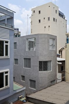 Completed in 2015 in Ho Chi Minh City, Vietnam. Images by Hiroyuki Oki . This is the individual house project at a small alley in the center of Ho Chi Minh City.  When having a look at Vietnamese towns, we can realize that...