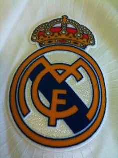 Real Madrid logo      Real Madrid Club de Fútbol (Câu lạc bộ Bóng đá Hoàng gia Madrid)  http://thethaovip.vn/category/giay-da-bong-san-co-nhan-tao-nike-adidas/giay-dinh-dam-da-bong-nike-adidas/  http://thethaovip.vn
