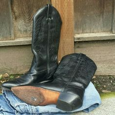 Beautiful Vintage 80's Womens Cowboy Boots Gorgeous condition, black leather, Code West cowboy boots. There is one dot of white on left toe (see photo 4). Soles and heels have very little wear and the toes aren't scuffed. Cleaned and conditioned recently. Size 5.5. Vintage Shoes