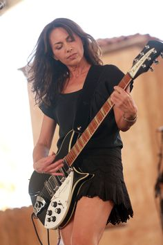 Susanna Hoffs Photos – Musician Susanna Hoffs performs onstage during day 3 of 2014 Stagecoach: California& Country Music Festival at the Empire Polo Club on April 2014 in Indio, California. Rock Roll, Rock And Roll Girl, Susanna Hoffs, Female Guitarist, Female Singers, Jules Supervielle, Women Of Rock, Hottest Female Celebrities, Guitar Girl