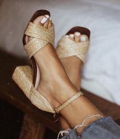 daily dress me straw sandal heels. Visit Daily Dress Me at for more inspiration women's fashion fall fashion, spring fashion, casual outfits, business casual, ankle je Look Fashion, Fashion Shoes, Autumn Fashion, Womens Fashion, Fashion Spring, Fashion 2018, Cheap Fashion, Fashion Online, Feminine Fashion