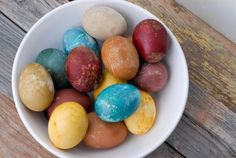 Genius! 40 Creative Ways to Decorate Easter Eggs via Brit + Co. -natural dyes for eggs
