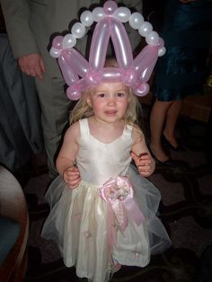 Balloony bridesmaid in balloon hat