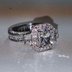 Holy wow! This is dreamy! This is a fantasy ring for me