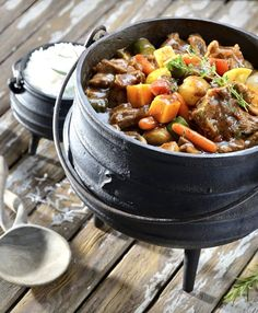 The perfect meal for a festive, outdoor family gathering – this beef & mushroom potjie is packed full of rich, meaty taste!