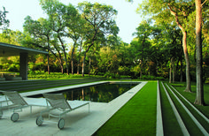 Elegant use of long grassed steps to emphasise the linearity of the swimming pool (Landscape design by Reed Hilderbrand - Philip Johnson's Monumental Beck House). Outdoor Rooms, Outdoor Gardens, Outdoor Living, Landscape Architecture, Landscape Design, House Landscape, Moderne Pools, Garden Steps, Swimming Pool Designs