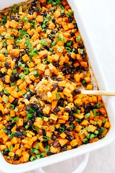 Sweet Potato & Black Bean Quinoa Bake - Eat Yourself Skinny - - This Sweet Potato & Black Bean Quinoa Bake is healthy and delicious with all your favorite Mexican flavors easily baked together in a single casserole dish! Mexican Food Recipes, Whole Food Recipes, Vegetarian Recipes, Cooking Recipes, Healthy Recipes, Vegetarian Casserole, Dog Recipes, Beef Recipes, Healthy Casserole Recipes