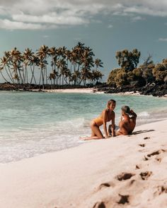 As promised from our stories, the location of this gorgeous secret beach on the Big Island (with not many people!), so you can save this… Kailua Kona, Kona Hawaii, Big Island, Travel Couple, Around The Worlds, Couple Photos, Couples, Beach, Water