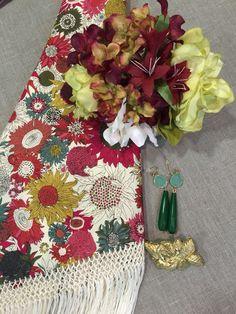 Conjunto ideal para casi cualquier color de traje flamenca