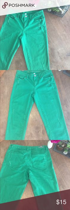 HP🎉Lauren Conrad sz4 green distress skinny jeans Great used condition green skinnies. Size 4 distressed style. These are a true grass green color. Great spring/summer pop for your wardrobe! LC Lauren Conrad Jeans Skinny