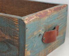 rustic wood with a hint of colour Old Wooden Boxes, Wooden Crates, Wood Boxes, Recycled Furniture, Rustic Furniture, Painted Furniture, Rustic Crafts, Decor Crafts, Pallet Crates