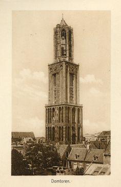 Gezicht op de Domtoren (Domplein) te Utrecht, uit het zuidoosten. 1885-1905