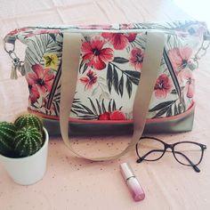 madamepiquenidouille #sacjava : 1 an que j'ai acheté le patron pour me coudre un nouveau sac... j'ai d'abord cousu la version large pour ma grande ,à Noël. .. et j'ai enfin cousu la version small,pour moi. C'est un sac très sympa à coudre !