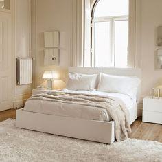 Aurora Bed + Mattress Support // Pure White (King)
