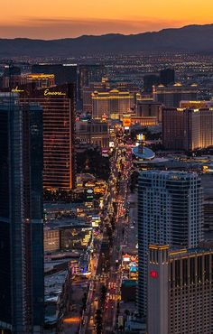 Las vegas skyline at sunset Las Vegas Tips, Las Vegas Usa, Las Vegas Nevada, Excalibur Las Vegas, San Francisco, Dream Vacations, Vacation Spots, Vacation Ideas, Las Vegas Vacation