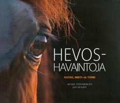 Kuvaus: Hevoset antavat jatkuvasti merkkejä terveydestään hyvinvoinnistaan ravitsemuksestaan ja käyttäytymisestään. Näiden signaalien havaitseminen ja tulkitseminen vaatii taitoa. Hevoshavaintoja -kirja kertoo kuinka merkkejä voi hyödyntää käytännössä.