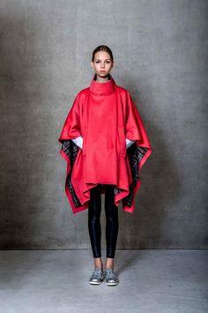 Úžasná Petra Balvínová představuje oboustranné pončo. #tiqe #ponco Kimono Top, Tops, Dresses, Women, Fashion, Luxury, Vestidos, Moda, Fashion Styles
