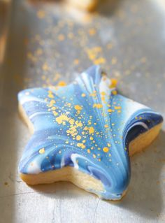 Marbled + Gold-Flecked Star Cookies - Bake at Star Sugar Cookies, Sugar Cookie Royal Icing, Cookie Icing, Iced Cookies, Cut Out Cookies, Baby Cookies, Cookie Tutorials, Cupcakes, Biscuits