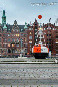 Boje Elbe 1 vor dem Maritimen Museum Hamburg