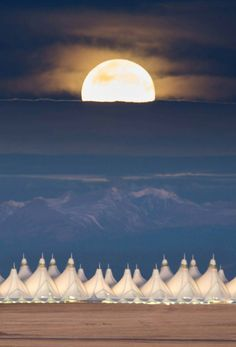 Super Moon 2016 over Denver International Airport Long time since I flew into Denver.this looks more like tents in the Arabian desert. Beautiful Moon, Beautiful World, Beautiful Places, Beautiful Pictures, Le Colorado, Colorado Homes, Airport Architecture, Shoot The Moon, Moon Pictures