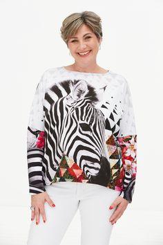 """Modern geschnittenes Jersey-Shirt ! Moderne lässige Passform mit leichten Fledermaus-Ärmeln und Rundhals-Ausschnitt. Angenehmer leichter und fließender Tragekomfort. Einfach ein """"Must-have"""". Mode von OsteDesign wird in Norddeutschland ON DEMAND gefertigt. Jersey Shirt, Bell Sleeves, Bell Sleeve Top, Mode Top, Shirts, Tops, Modern, Fashion, Neckline"""