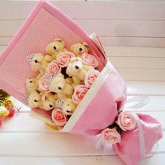 Bear bear bouquet Felt Flower Bouquet, Diy Bouquet, Candy Bouquet, Flower Box Gift, Flower Boxes, Valentine Bouquet, Valentines, Cute Crafts, Diy And Crafts