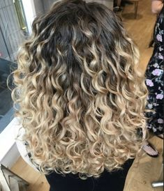 krullend haar ideas for hair brunette mid length blondes Quince Hairstyles, Permed Hairstyles, Men's Hairstyles, Formal Hairstyles, Wedding Hairstyles, Curly Hair Styles, Natural Hair Styles, Mid Length Blonde Hair, Hairstyle App