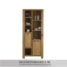 """Deze eigentijdse boekenkast van het merk Happy@home uit de Berlin collectie is een echte aanrader. Het is gemaakt van eikenhout en is in een prachtige """"Castle Sand' kleur geolied. Door de olie blijft het hout zijn natuurlijke uitstraling houden en is toch goed beschermd. De boekenkast heeft twee deuren en zeven niches! Genoeg ruimte voor al je boeken of mooie accessoires. http://www.deleukstemeubels.nl/nl/berlin-boekenkast/g1/p1165/"""