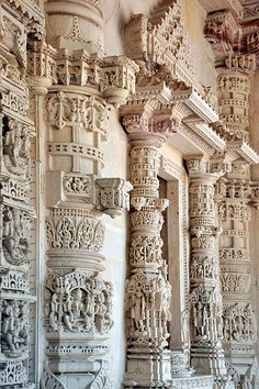 Indian Temple Architecture, India Architecture, Historical Architecture, Ancient Architecture, Beautiful Architecture, Gothic Architecture, Temple India, Jain Temple, Ancient Indian Art