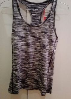 Kup mój przedmiot na #vintedpl http://www.vinted.pl/damska-odziez/odziez-sportowa/12074029-piekna-szaro-melanzowa-koszulka-sportowa