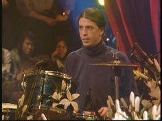 Dave Grohl looks like he's ready to drink coffee and criticize some art. Pat Smear, Chad Channing, Foo Fighters Dave Grohl, Mtv Unplugged, Nirvana Kurt Cobain, Oui Oui, Trap, Actors, Sound Of Music