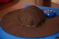 How to make a cocked (tricorn/pirate's) hat, papercraft & felt DIY project template & instructions