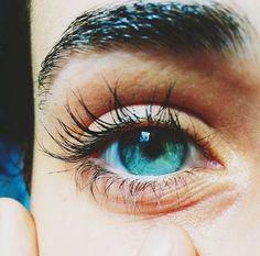 Blue green eyes of the sea Beautiful Eyes Color, Stunning Eyes, Pretty Eyes, Cool Eyes, Rare Eyes, Blue Green Eyes, Aesthetic Eyes, Human Eye, Eye Photography