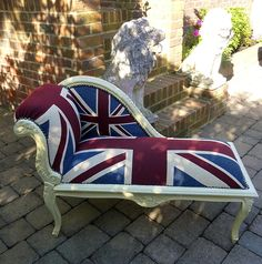 Day bed in Union Jack decor. Oh so British. British Decor, British Home, British Style, Union Flags, British Things, British Invasion, National Flag, Bedroom Themes, Union Jack