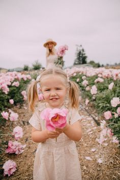 Peonies for Days - Barefoot Blonde by Amber Fillerup Clark Toddler Girl Photography, Cute Kids Photography, Outdoor Photography, Photography Props, Beautiful Children, Beautiful Babies, Beautiful Flowers, Amber Fillerup Clark, Barefoot Blonde