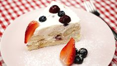 """This is """"Nepečený tvarohový dort s ovocem"""" by Toprecepty on Vimeo, the home for high quality videos and the people who love them. Panna Cotta, Cheesecake, Ethnic Recipes, Desserts, Food, Cheesecake Cake, Tailgate Desserts, Meal, Cheesecakes"""
