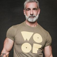 Handsome Older Men, Scruffy Men, Hairy Men, Silver Foxes Men, Older Mens Fashion, Men Over 50, Grey Beards, Men With Grey Hair, Beard Styles For Men