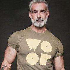 Handsome Older Men, Scruffy Men, Hairy Men, Bearded Men, Silver Foxes Men, Older Mens Fashion, Men Over 40, Grey Beards, Daddy