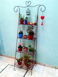 9 ideas of shelves to grow your plants in places with little space