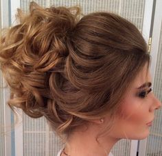 fabulous Weddig Hair ideas for round faces 509 Prom Hairstyles For Short Hair, Bride Hairstyles, Hairstyles Haircuts, Pretty Hairstyles, Hair Dos, Hair Hacks, Bridal Hair, Hair Inspiration, Curly Hair Styles
