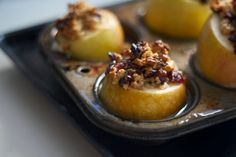 <p>Autumn is here, and with it comes an abundance of comforting recipes. This recipe is all about apples, baked until soft and juicy, and stuffed to capacity with a mixture of oats, cranberries, ginger, orange zest, cinnamon, and maple syrup. </p>