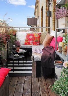 Un petit balcon aménagé comme un petit salon