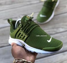 In search of more information on sneakers? In that case please click right here for additional info. Mens Sneakers No Laces Cute Sneakers, Cute Shoes, Shoes Sneakers, Adidas Shoes, Green Sneakers, Nike Leather Sneakers, Sneakers Design, Trendy Shoes, Jordans Sneakers