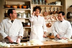 Meryl Streep stars as Julia Child in Columbia Pictures' Julie & Julia - Movie still no 33 Meryl Streep, Julie E Julia, The First Wives Club, Lesley Gore, Harry Met Sally, Nora Ephron, Bette Midler, Viajes, Gastronomia