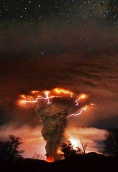 Erupting volcanos cause lightening